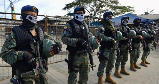 Las FFAA realizan una operación en la prisión de Guayaquil donde murieron 116 reos / Foto: EFE