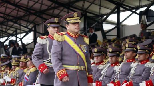 El general César Narváez comandó el Ejército desde marzo del 2017 hasta ayer que pidió la disponibilidad al presidente Lenín Moreno. Foto: Expreso