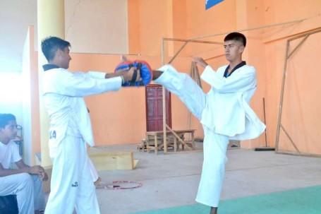 DEPORTE. Los deportistas se sienten a gusto practicando tae kwon do. Foto: La Hora