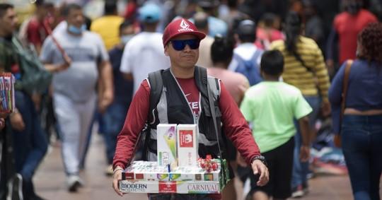 En Quito, precisó, apenas un tercio de la población que se dedica al comercio lo hace de manera formal. Foto: EFE