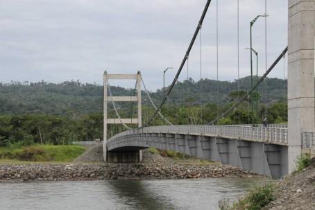 El Gobierno central inauguró este puente en Palora, Morona Santiago, en el 2015. Ahora busca cambios en las rentas.