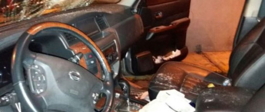 Foto del interior del auto de Andrés Páez, difundida en su cuenta de Twitter, la madrugada del 8 de abril de 2017. Foto: La República