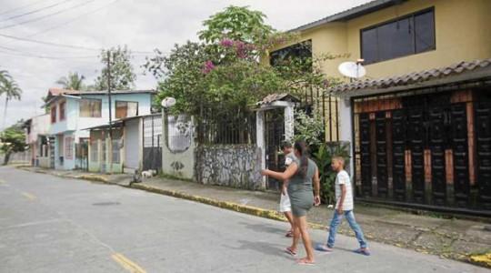 Por debajo de estas viviendas, del barrio Colinas Petroleras, atraviesa el Sistema de Oleoducto Transecuatoriano (Sote), que transporta petróleo. Foto: El Comercio