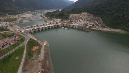 La central hidroeléctrica se encuentra entre dos provincias en el norte de Ecuador. Foto: BBC