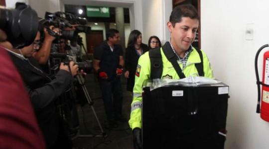 El 28 de mayo, los policías realizaron un operativo y decomisaron equipos electrónicos para las investigaciones. Foto: El Comercio