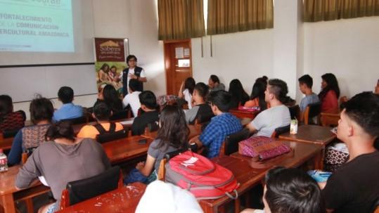 Estudiantes de la Universidad Amazónica conocieron los planes de fortalecimiento de las lenguas ancestrales. Foto: Expreso