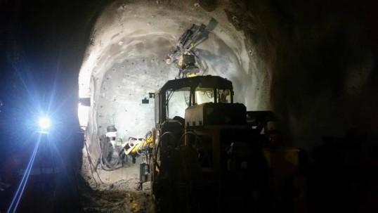 Los dos túneles de acceso a la mina subterránea son parte del proyecto Fruta del Norte. Foto: El Universo
