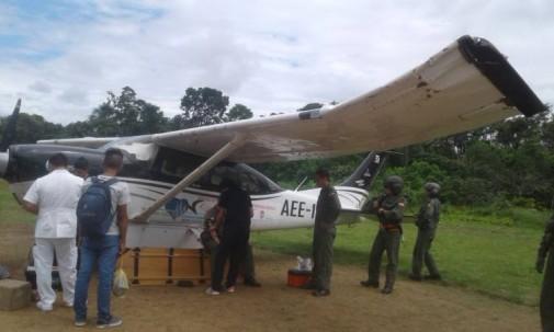 Avioneta del Ecorae tuvo un percance al momento de aterrizar en la pista de Pinduyacu (Pastaza). Los dos pilotos como sus ocupantes se encuentran estables. Foto: El Universo