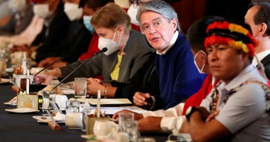 Desacuerdos y apertura tras diálogo de gobierno e indígenas / Foto: EFE
