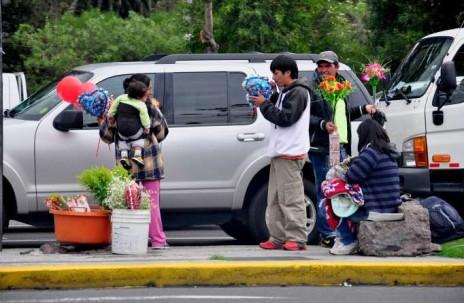 INFORMALIDAD. El ingreso por habitante y la desigualdad de género minan el desarrollo humano en Ecuador, señalan expertos. Foto / La Hora