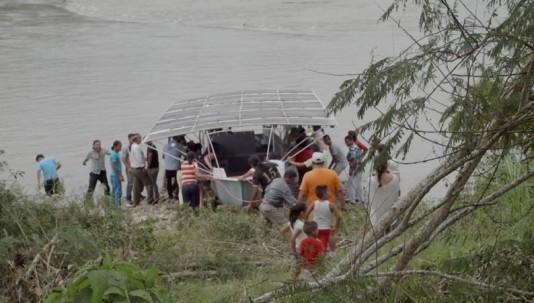 La construcción de esta embarcación solar permite a los pobladores ahorrar recursos y fomentar el turismo en sus territorios. Foto: El Unveriso