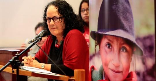 """Navegar en la red, un """"campo minado"""" para las niñas en Ecuador / Foto: EFE"""