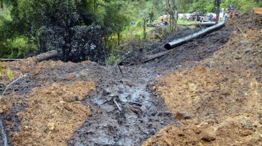 Archivo en la tubería del SOTE, ocurrido en Sucumbíos el 1 de junio del 2013. Foto: El Universo