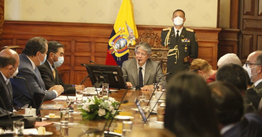 Guillermo Lasso se reúne con el sector del transporte para abordar tema del combustible / Foto: EFE