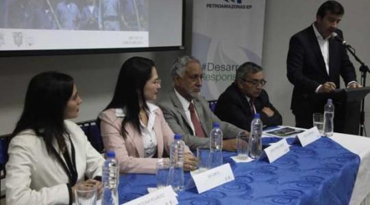 Los ministros de Hidrocarburos y Electricidad, Carlos Pérez; de Industrias y Productividad; Eva García; un e representante de la Empresa Coordinadora de Empresas Públicas (EMCO) anunciaron la inversión que realizará Petroamazonas.  Foto: El Comercio