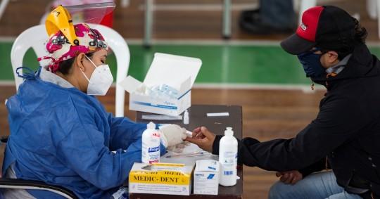 Aumento permanente de contagios hace temer una segunda ola de covid en Quito / Foto EFE