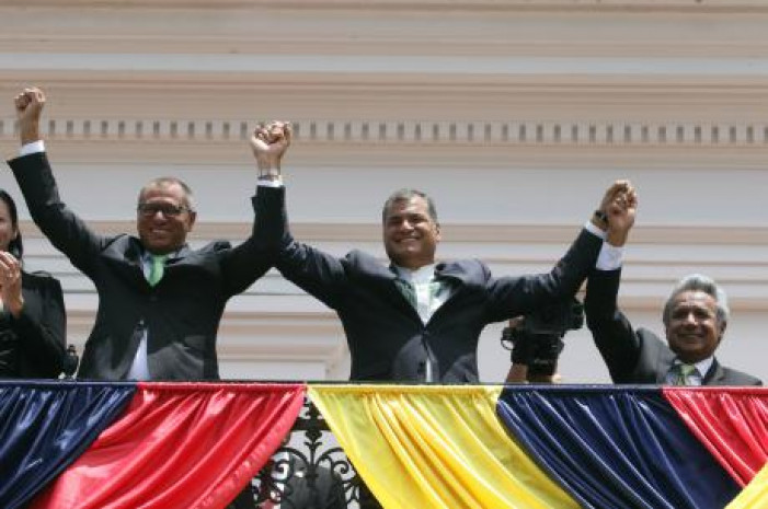 Ecuadorian President Rafael Correa (C) and Ecuadorian ruling party candidate Lenin Moreno (R) attend the change of guard ceremony in Quito, Ecuador, on April 3, 2017. Photo: Open Democracy