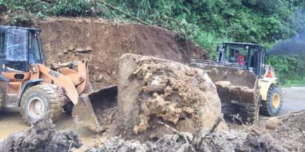 Deslizamientos de rocas afectan la vía Baños-Puyo / Foto: cortesía Ministerio de Obras Públicas