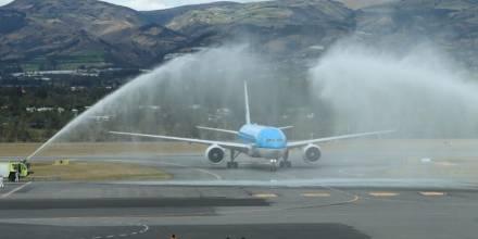 Richard Carapaz es recibido con arco de agua a su llegada a Quito / Foto: cortesía Richard Carapaz