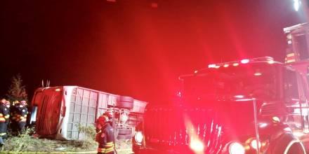 Al menos 8 muertos y 20 heridos en accidente de bus en Papallacta / Foto: Cortesía de Bomberos Quito
