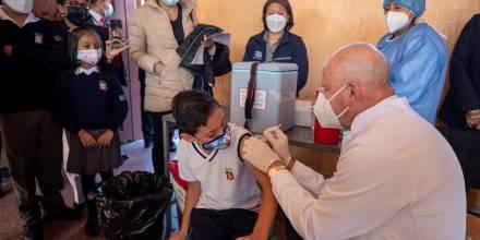 La vacunación de más de dos millones de menores de edad comenzó en Ecuador / Foto: EFE