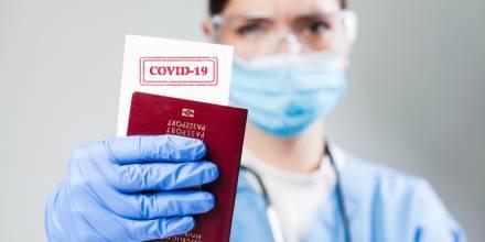 La vacunación contra el Covid-19 en EE.UU. ha provocado una alta demanda de pasaportes / Foto: Shutterstock