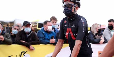 Richard Carapaz va tercero en el Tour de Francia / foto cortesía Richard Carapaz