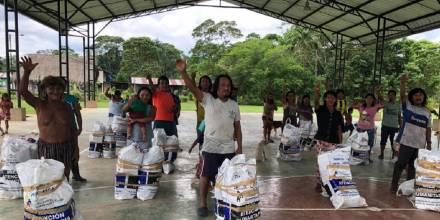 Waoranis reciben atención humanitaria por inundaciones  / Foto: cortesía MIES