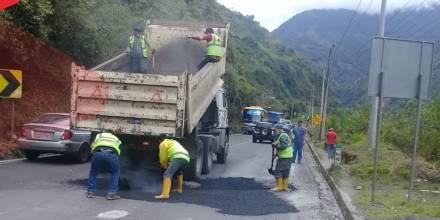 Los trabajos de mantenimiento en la vía Baños-Puyo avanzan / Foto: cortesía del Ministerio de Transporte y Obras Públicas