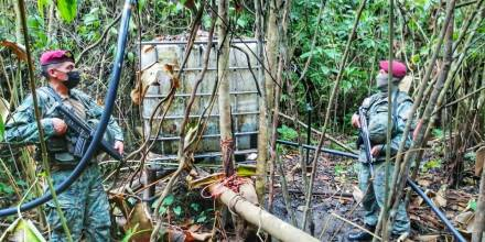 Sistema ilegal de extracción de combustible fue descubierto en Lago Agrio / Foto: cortesía Fuerzas Armadas