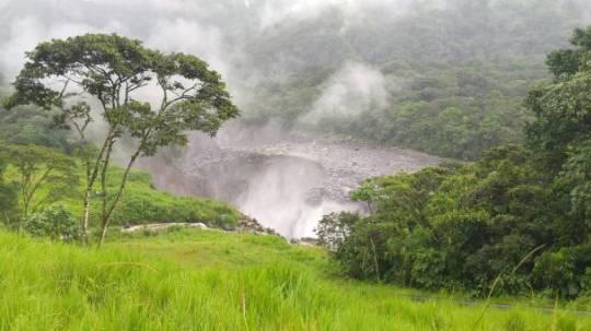 El 7 de abril un hundimiento de tierra ocasionó la rotura de tres oleoductos en la Amazonía. Foto: Petroecuador