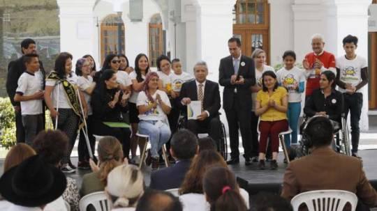 EVENTO. Jóvenes contra el Cáncer estuvieron en la presentación del nuevo Cuadro de Medicamentos. Foto: La Hora