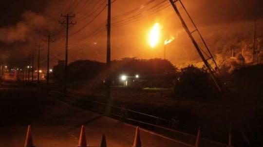 CAMBIO. Una de las intervenciones que se harían para reducir la contaminación externa de la refinería sería en las dos teas. Foto: La Hora
