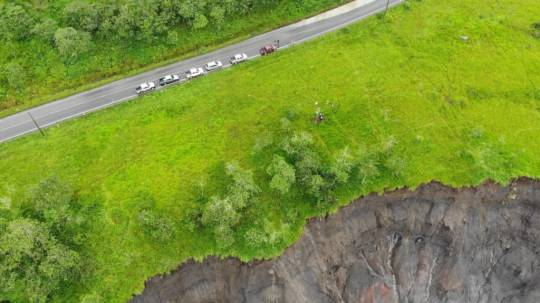 En el sector de San Luis, a la altura del río Montana, la erosión del río está a 40 metros de la vía Quito-Lago Agrio hasta el 13 de mayo, según la Alcaldía de El Chaco. - Foto: OCP