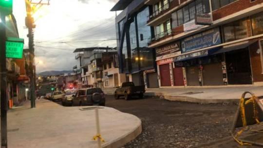 El miércoles 1 de julio se realizaron controles del toque de queda en la ciudad de Macas y alertaron a los habitante sobre el regreso al color rojo del semáforo. Foto. Cortesía Municipio de Morona