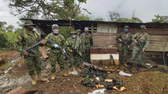 Miembros de Fuerzas Armadas encontraron tres campamentos utilizados por posibles disidentes de grupos ilegales. Cortesía