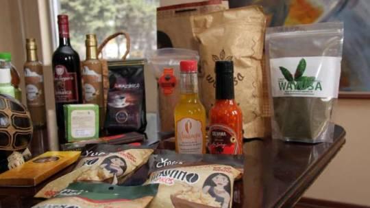 EXHIBICIÓN. 400 productos, aproximadamente, son elaborados en las comunidades indígenas de Napo, en la Amazonía. Foto: La Hora