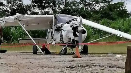 La avioneta de la compañía Aerosangay se accidentó a las 12:08 en la pista de Taisha, provincia de Morona Santiago. Foto: Cortesía Dirección General de Aviación Civil
