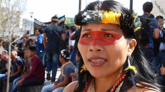 La ecuatoriana Nemonte Nenquimo, líder de la nacionalidad indígena waorani, es una de las ganadoras este año del prestigioso Premio Medioambiental Goldman. Foto: EFE
