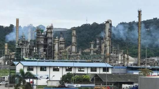 PANORÁMICA. Ayer se permitió a La Hora realizar un recorrido por la refinería de Esmeraldas, para ver su operatividad. / La Hora