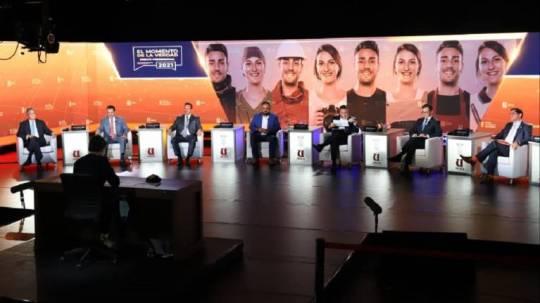 Fueron algunas de las propuestas presentadas en un debate electoral organizado por la Cámara de Comercio de Guayaquil. Foto: EFE