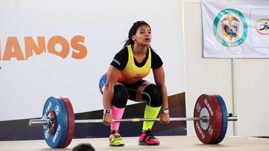 La halterista ecuatoriana obtuvo la medalla de plata en el Mundial Junior en Suva, Fiji. Foto: El Telégrafo