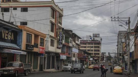 El centro de Macas tiene calles en buen estado, pero hay constantes cortes de agua. Foto: El Comercio