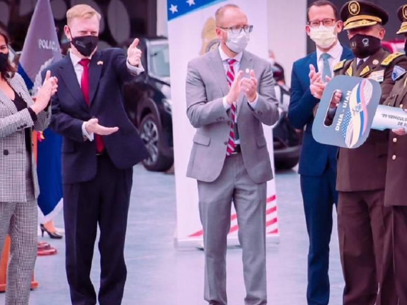 Estados Unidos entregó 20 vehículos a la Dirección Antinarcóticos de Ecuador / Cortesía de la Embajada de Estados Unidos