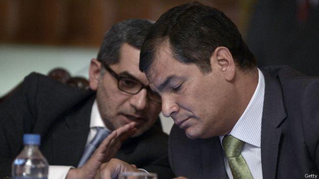 El secretario de Comunicación, Fernando Alvarado (izq.), salió a la defensa del presidente en su cuenta de Twitter.